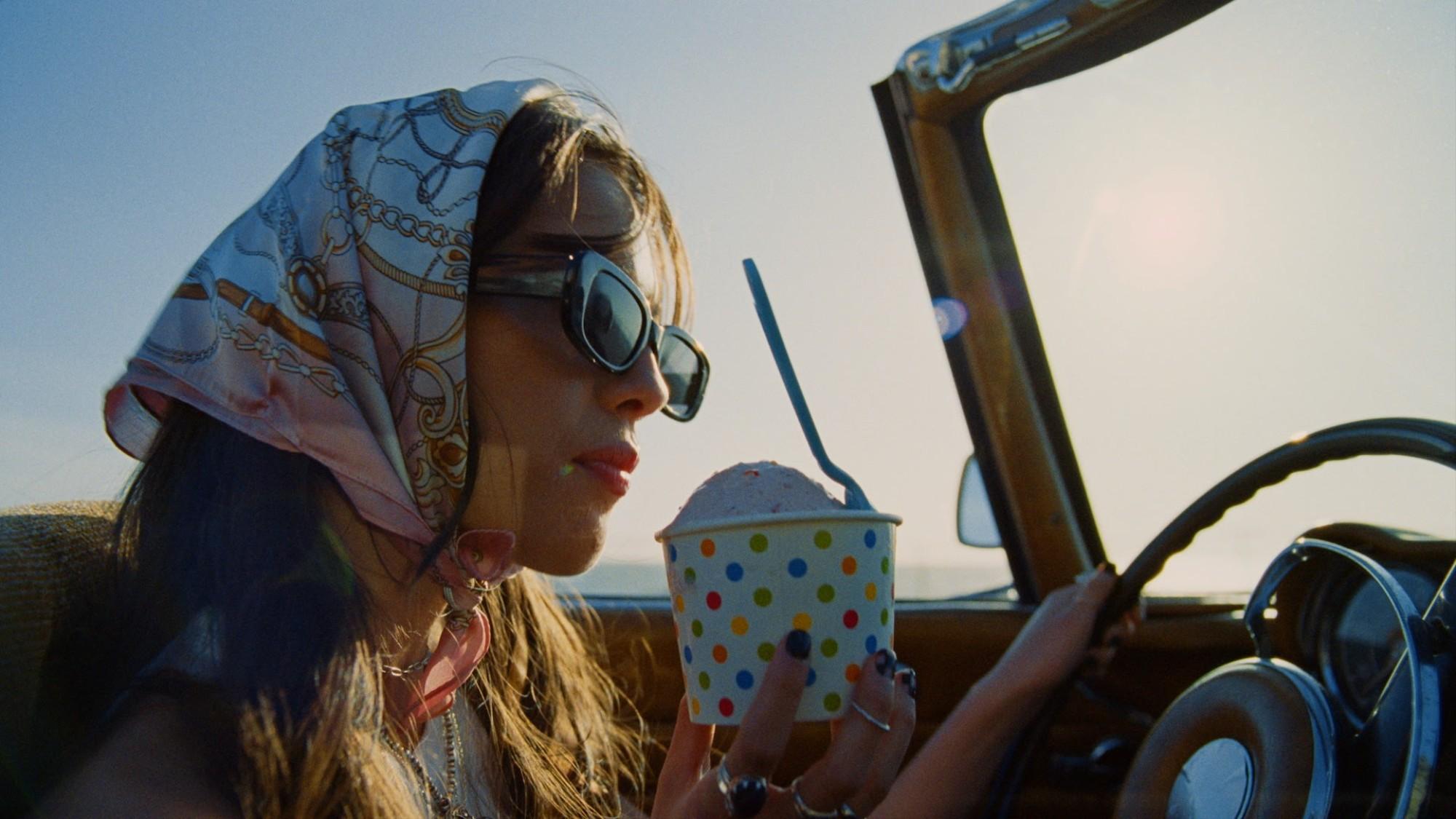 Olivia Rodrigo en el videoclip de Deja vu